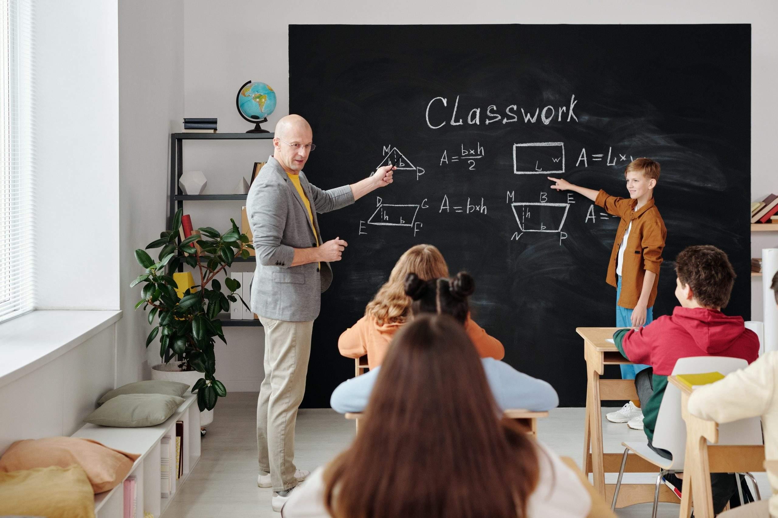 Dzieci wracają do szkół – rodzice powinni się zaszczepić w trosce o ich bezpieczeństwo